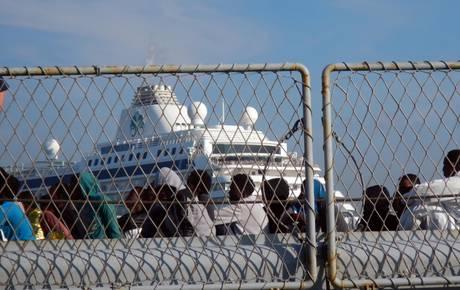 Immigrazione:giunta a Catania nave Marina,due gli interventi