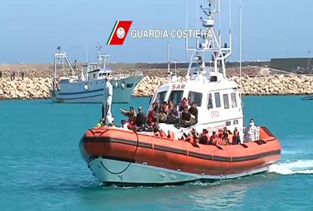 Immigrazione: in arrivo in Sicilia altri 2.000 migranti