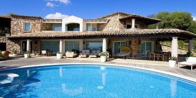 Villa-con-piscina-archivio-640x320