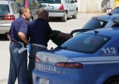 polizia-arresto-della-volante-300x212